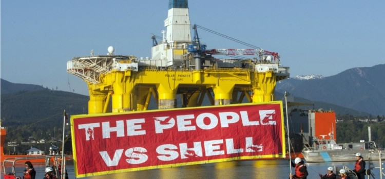 In Seattle, It's David vs. Goliath as Kayakers Hit Water to Protest Shell Oil