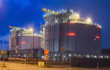 Bucking the establishment anti-LNG crowd